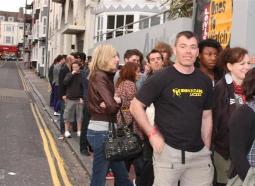 Queues for Audio streched round the block